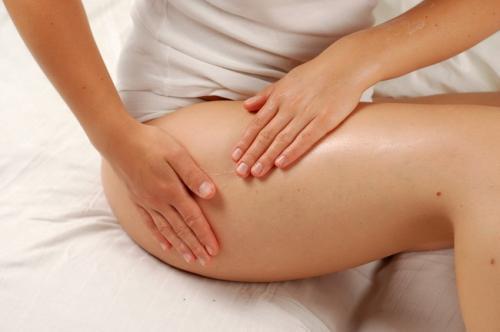 Как делать медовый антицеллюлитный массаж в домашних условиях. Техника выполнения