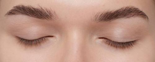 Макияж для глаз с нависшим веком и близко посаженных глаз. Макияж с нависшим веком: пошаговые техники выполнения