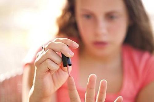 Новогодние рисунки на ногтях пошагово. Идеи простых новогодних рисунков на ногтях для начинающих: пошаговая инструкция