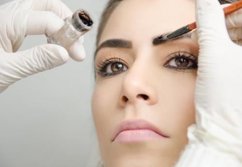 Покраска волосков бровей. Окрашивание и оформление бровей: как происходит процедура в салоне и уход после