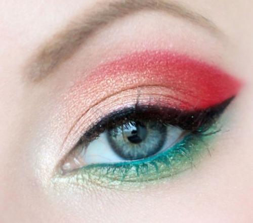 Как сделать дневной макияж для серо-голубых глаз. Вечерний макияж для серых глаз