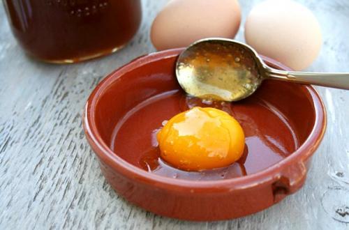 Маска для волос с медом и яйцом для роста волос и густоты в домашних условиях. Маски для волос с медом и яйцом: рецепты
