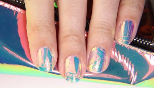 Как делать маникюр битое стекло на обычный лак. «Битое стекло» на ногтях: как делать пошагово