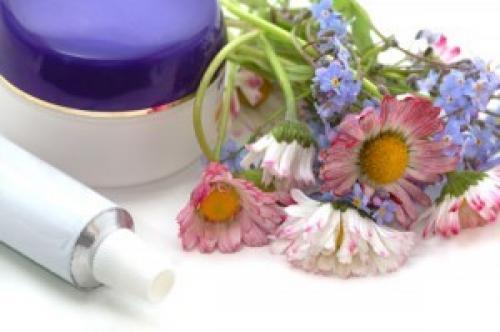 Можно ли использовать детский крем для лица взрослым. Есть ли опасность для взрослых от детского крема?