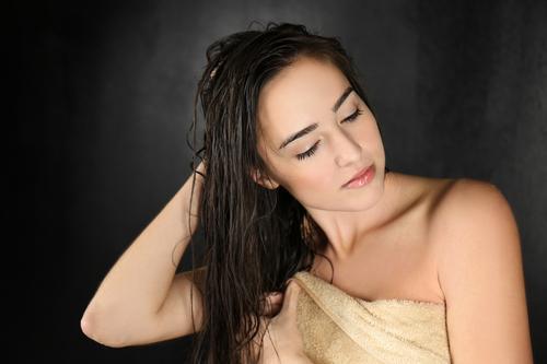 Почему после мытья волос чешется голова. Чешется голова после мытья: причины и устранение
