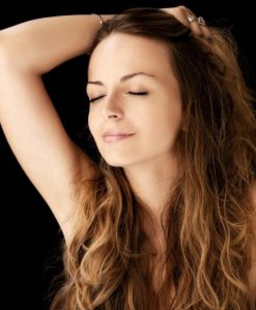 Как лучше спать с распущенными волосами или собранными. Эффективный уход за волосами перед сном для их ночного восстановления