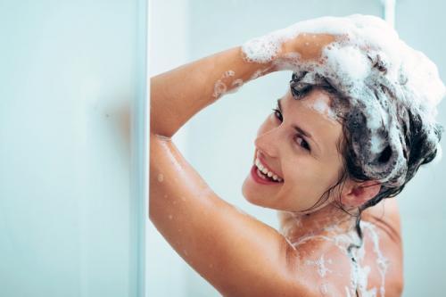 Как приучить волосы мыть реже. Как приучить голову к более редкому мытью?