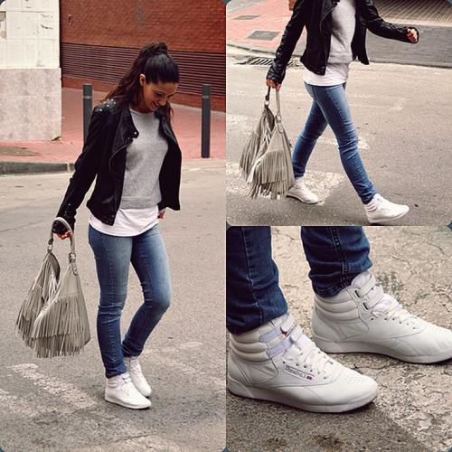 Как носить джинсы с кроссовками. Как носить высокие кроссовки с джинсами