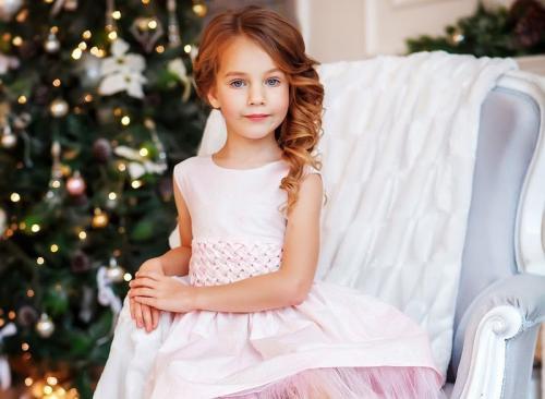 Прически для детей на праздник. Создаем потрясающе красивые прически для девочек 2019-2020