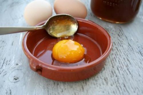 Народные средства от перхоти с яйцом. Яйцо от перхоти