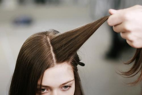 Проборы волос на голове. Прямой