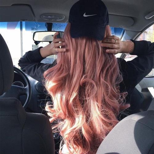 Блондинка с фиолетовыми кончиками. Броско и выразительно