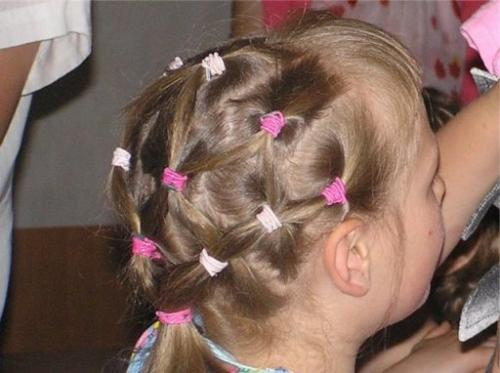 Прическа для девочки с крабиками. Вариации с «крабиками»
