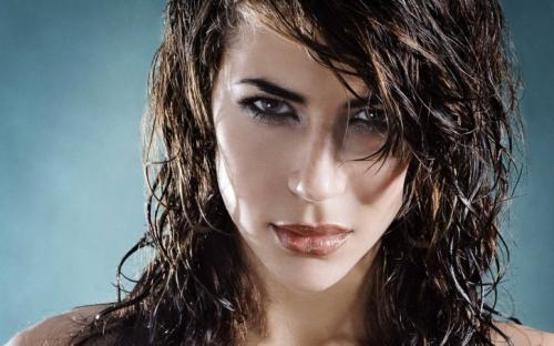 Как создать эффект мокрых волос в домашних условиях.