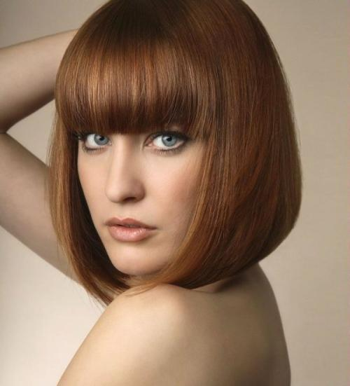 Стрижка для волос средней длины каре. Модное классическое каре