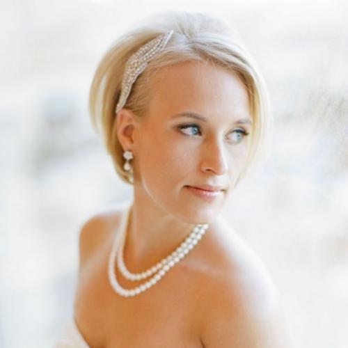 Прическа на короткие волосы с челкой на свадьбу. Укладка на короткие волосы без фаты