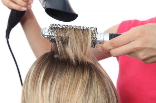Как сделать самой себе укладку на средние волосы. Как уложить волосы феном