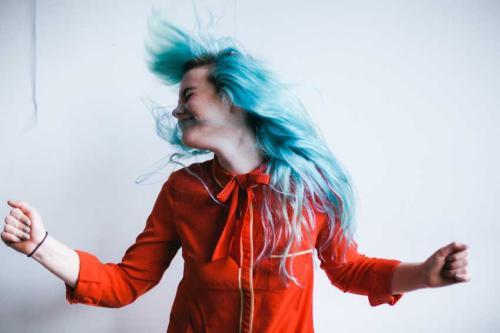 Окраска в синий цвет волос. Синие волосы: оттенки и кому они подходят