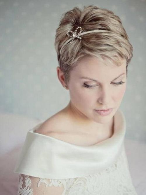 Как сделать прическу на короткие волосы свадебную. Прически для невесты на свадьбу на короткие волосы с челкой и без