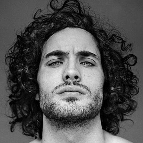 Прически с кудрями на средние волосы мужские. Мужские стрижки для кудрявых волос средней длины