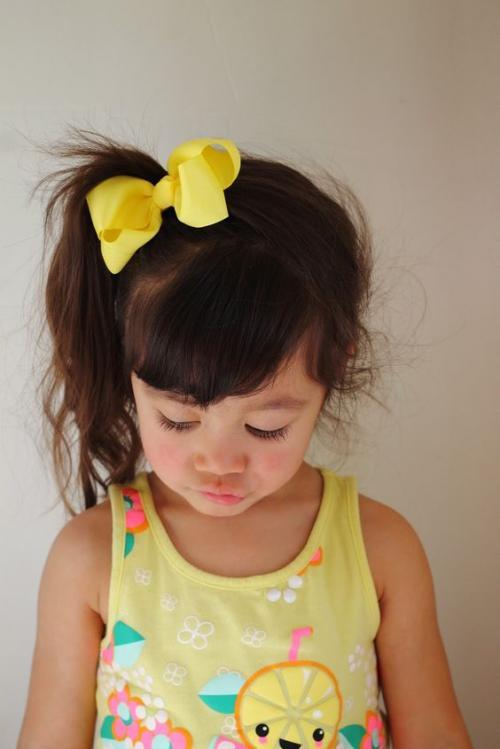 Прическа для маленькой девочки на короткие волосы. Прически для маленьких девочек: трансформация хвостика