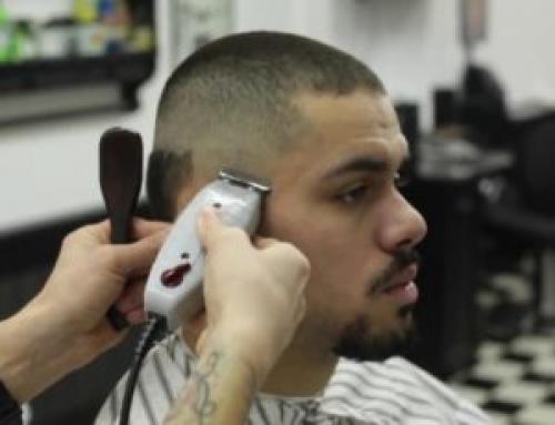 Как подстричь мальчика машинкой с переходом. Оформляем виски и шею