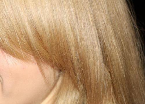 Как убрать желтую полосу на волосах. Как убрать желтизну с волос после окрашивания в домашних условиях –, какой краской ее нейтрализовать