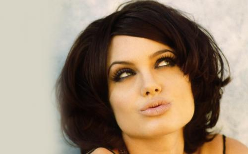 Стрижка на средний каре волос. Стрижка каре — 68 фото красивых и удобных вариантов на средние и короткие волосы