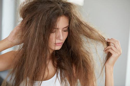 Что делать если волосы сильно путаются. Разрубить узел: как быстро распутать волосы в домашних условиях
