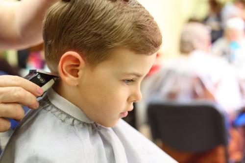 Как подстричь машинкой мальчика. Как подстричь малыша машинкой дома