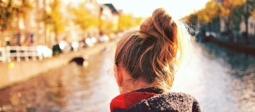 Почему выпадают волосы у девушек. Почемуочень сильно выпадают волосы — основные причины