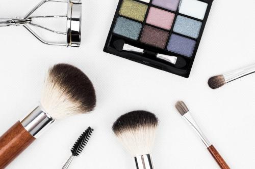 Как делают макияж. Как наносить макияж правильно: пошаговая инструкция