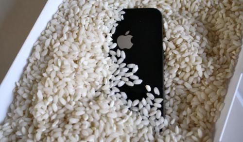 Лайфхаки для телефона. Как просушить смартфон
