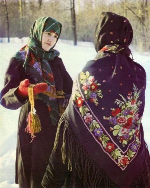 Значение платка в жизни женщины. «По-бабьи», «по-купечески» и «по-дворянски»: как русские женщины повязывали платок