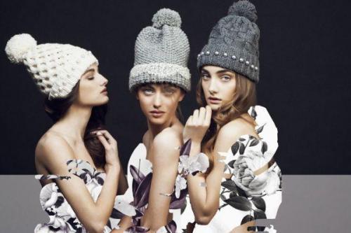 Вязанные шапки женские зима 2019-2019 для круглого лица. Фото модных вязаных шапок для женщин 50 лет, стильные виды и фасоны