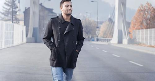 Пальто с джинсами и кроссовками мужское. Как носить мужское пальто с джинсами?