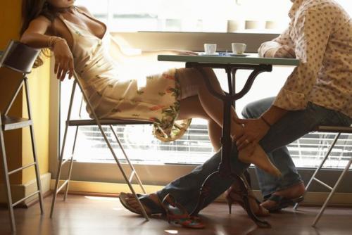 женские прелести под столом