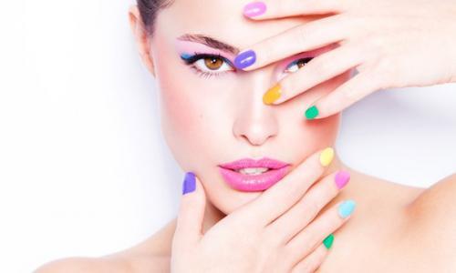 О чем говорит цвет лака на ногтях.