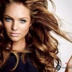 Обладательницам коротких волос и волос средней длины подойдет укладка при помощи щетки фена.