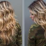 Пляжные волны. С утра расплетите косы и с помощью пальцев нанесите на корни волос сухой шампунь.